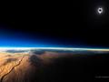 Na taką fotografię czeka się przez całe życie – niesamowite zdjęcie zaćmienia Słońca
