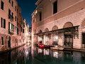 Nocne światła śpiącej Wenecji - piękne zdjęcia francuskiego fotografa