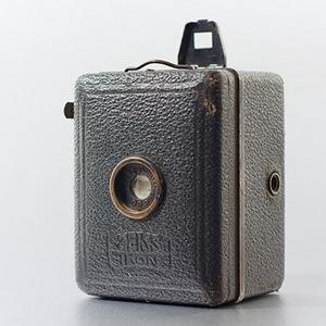 Fotograficzna podróż w przeszłość. Zeiss Ikon Baby Box Tengor i Agfa Isochrom w Krakowskiej Akademii Fotografii