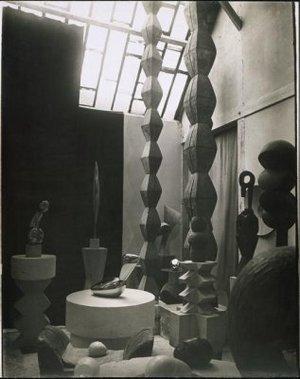 Constantin Brancusi - rzeźbiarz fotografuje